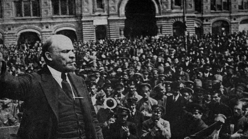 Lenin rallies a huge crowd of supporters before storming the Winter Palace.