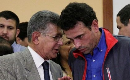 Henry Ramos Allup (L), president of the National Assembly, speaks with Venezuelan opposition leader Henrique Capriles after a news conference in Caracas, Venezuela October 21, 2016.