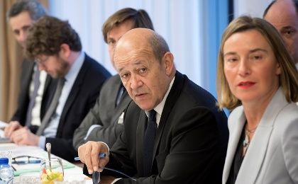 French Foreign Minister Le Drian (L) and EU
