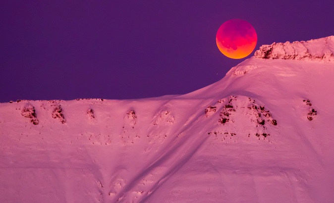 A super blue blood moon is seen from Longyearbyen, Svalbard, Norway.
