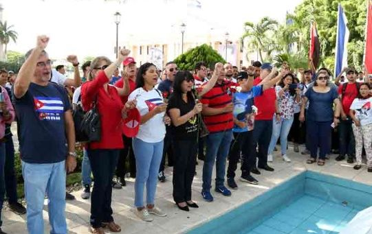 Nicaraguans pay tribute to Fidel Castro in Managua.