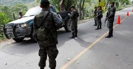 Soldiers guard a checkpoint during a new 'temporary' state of siege at the Mariscos municipality, Guatemala, Sep. 10, 2019.