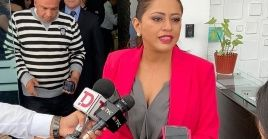 Paola Pabon broadcasted the full raid on her house as she dencunced the police for not showing her a court order.