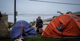 Homeless Chileans live in tents in public spaces