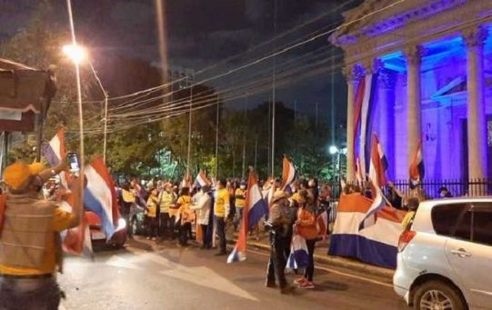 People protest in the vicinity of the Pantheon of Heroes, Asuncion, Paraguay, June 3, 2020.